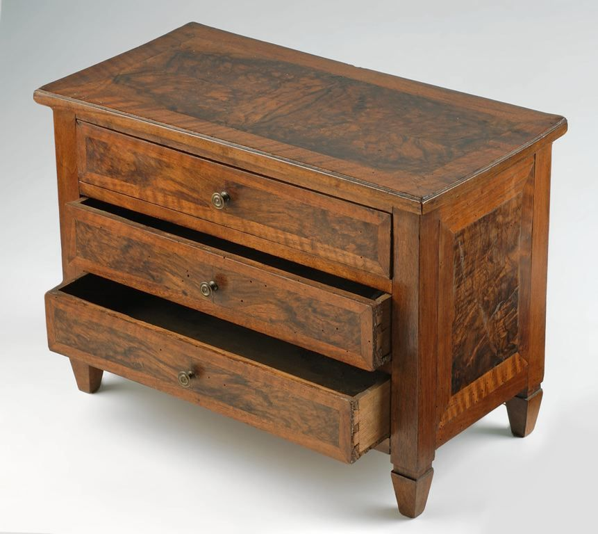 commode (miniature)